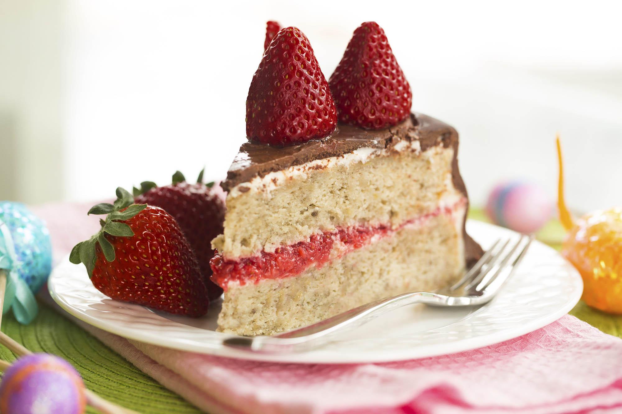 Banana Cake Recipe Chocolate Icing: Chocolate-Covered Banana Cake With Strawberries And Cream