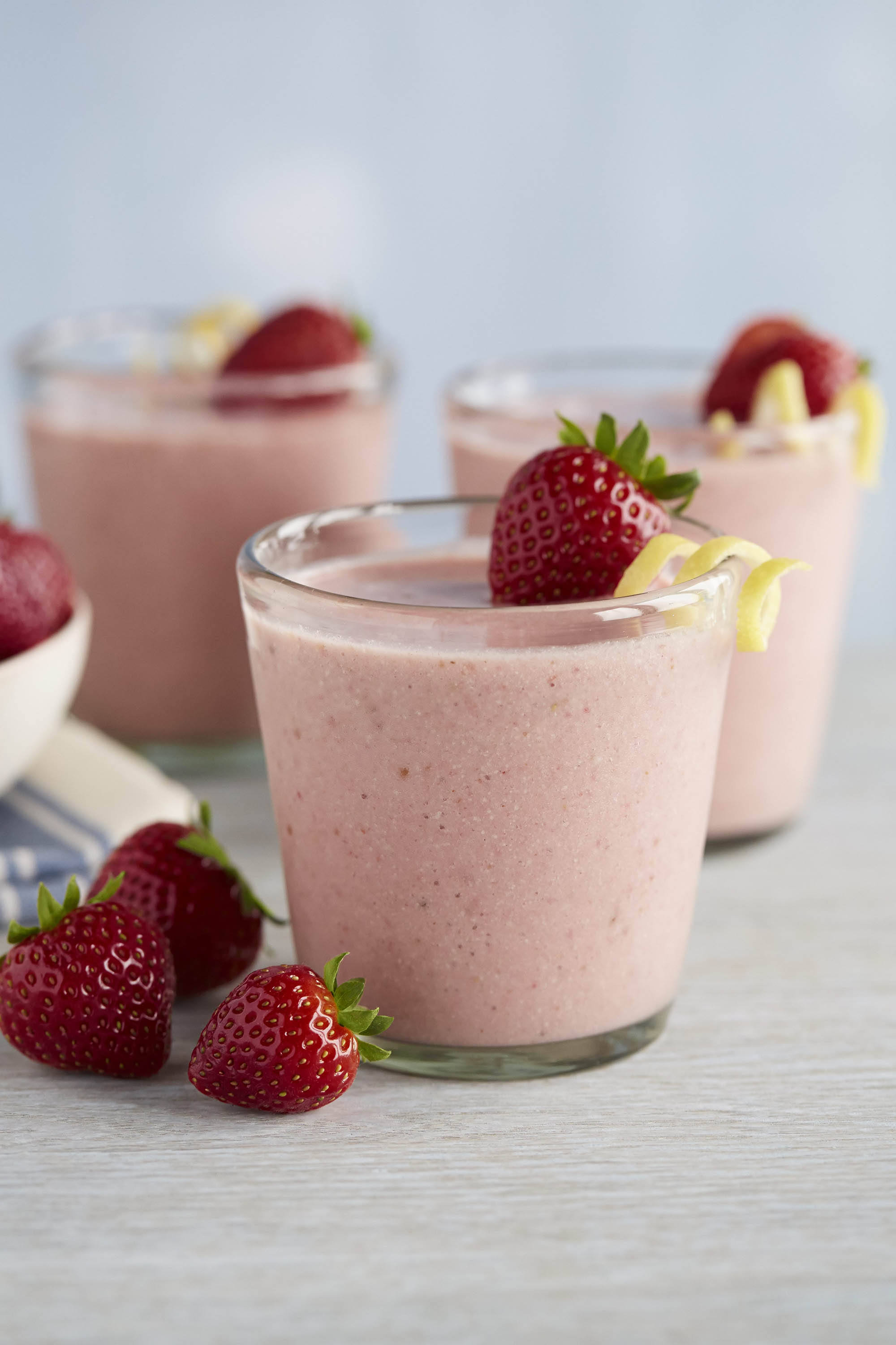 Creamy Lemon Strawberry Smoothie with Coconut Water