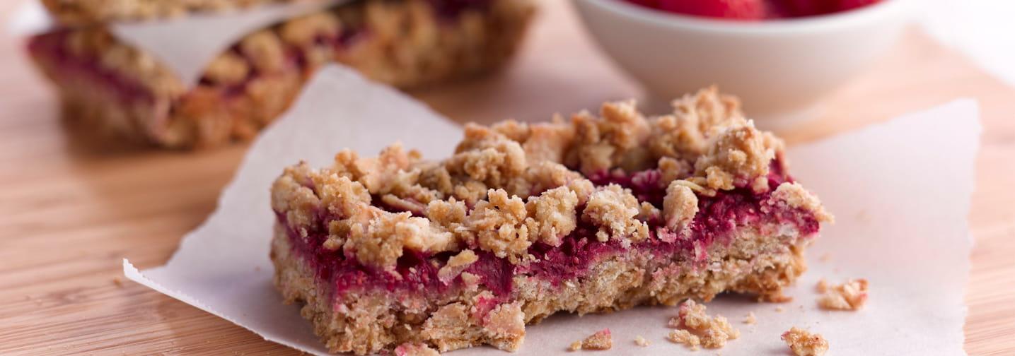 healthy raspberry oatmeal bars